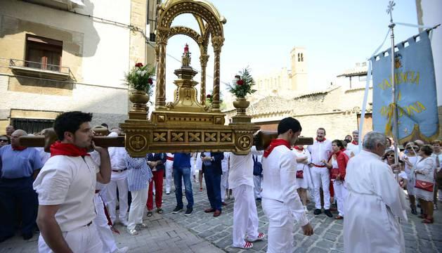 Imágenes de la procesión en fiestas de Artajona.