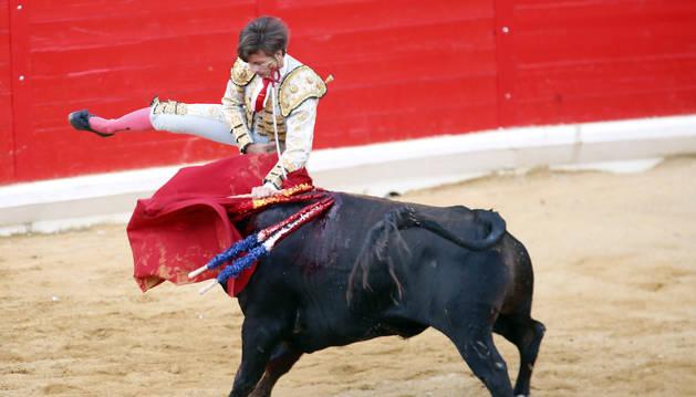Curro Márquez recibió el impacto de la  empuñadura de la espada.
