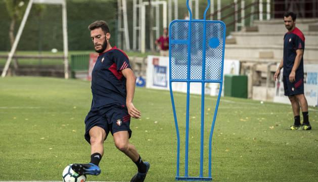 Roberto Torres durante un entrenamiento en Tajonar