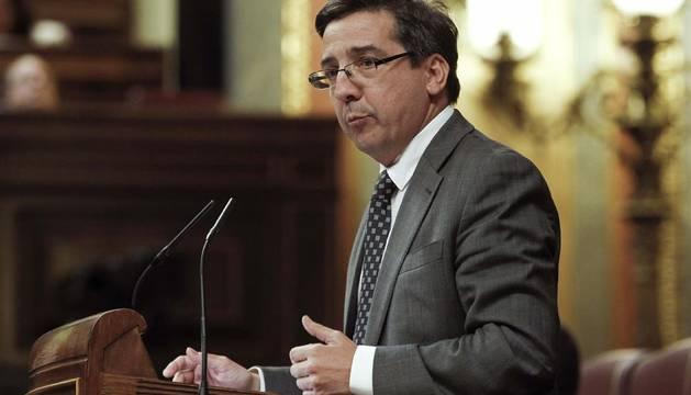 El Congreso aprueba una moción contra el izado de la ikurriña en San Fermín