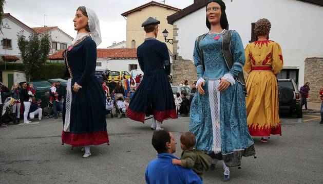 Todas las fotos del desfile de fiestas de Zizur 2017