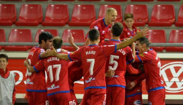 Los jugadores del Numancia celebran un gol frente al Sporting.