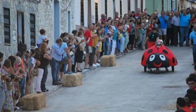 Dos heridos graves, entre ellos un niño, en una carrera de 'autos locos' en Badajoz