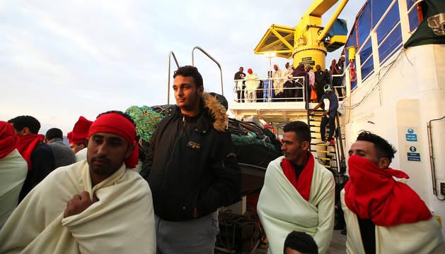Autoridades libias rescatan a 1.074 personas que trataban de llegar a Europa por mar