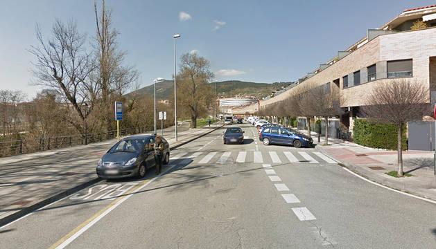 Un conductor empotra su vehículo contra media docena de coches en Pamplona
