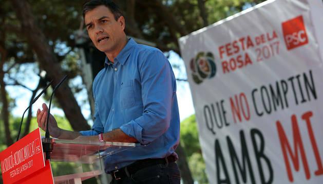 Sánchez le dice a Rajoy que en Cataluña