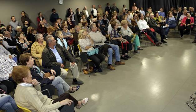 Comerciantes y vecinos asistieron al foro para debatir los cambios que el Ayuntamiento ha previsto para la avenida Pío XII.