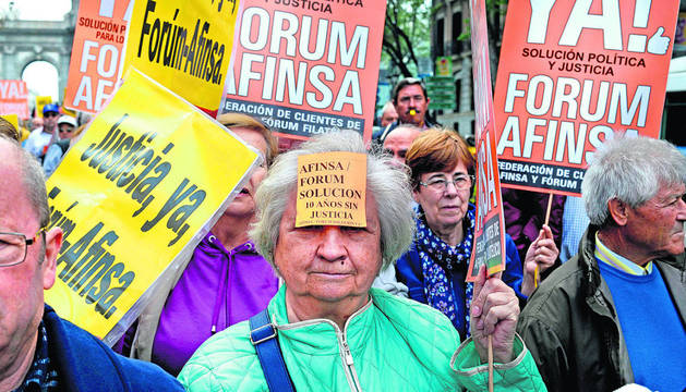 La Federación de Clientes de Afinsa y Fórum Filatélico ha organizado este lunes una manifestación con motivo del décimo aniversario de la intervención judicial de Fórum Filatélico.