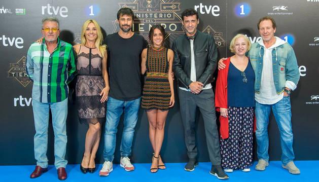 El elenco de la segunda mitad de la tercera temporada de El Ministerio del Tiempo.