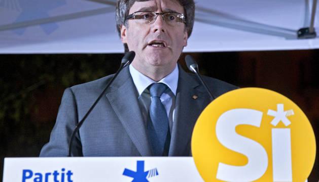 El presidente de la Generalitat de Cataluña Carles Puigdemont, durante el acto del PDeCAT en Girona en favor del referendum del día 1-Octubre