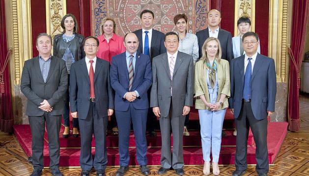 foto de La delegación china y las autoridades de Navarra en la visita que realizaron el pasado mes de junio.