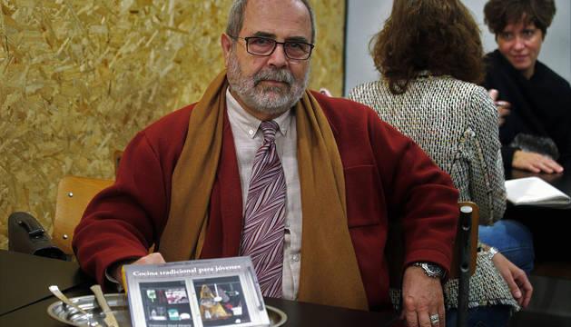 Francisco Abad Alegría, en la presentación de su libro Cocina tradicional para jóvenes en Pamplona.