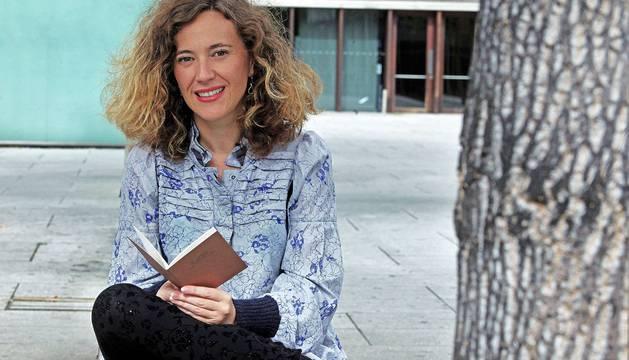Itziar Ancín García, con su primer poemario, Me desharé en palabras.