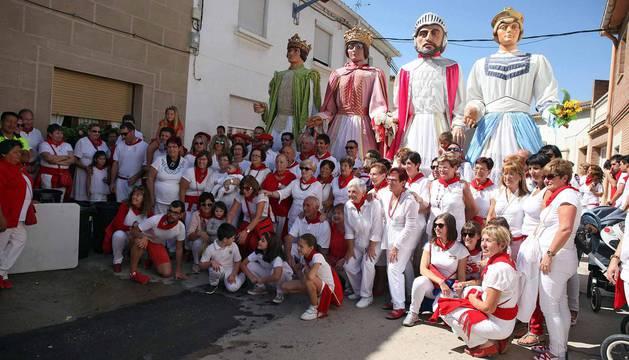 Imágenes del 70 aniversario del barrio de las Casas Baratas en fiestas de Villafranca