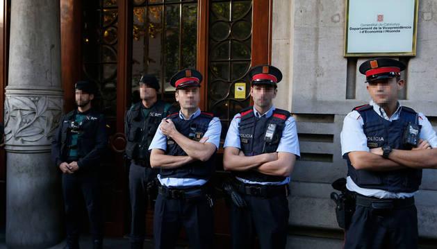 La Guardia Civil entra en el Palau de la Generalitat y varias consellerias