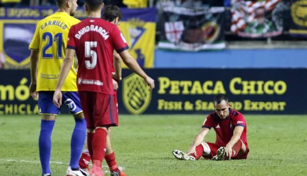 Unai García tendido en el terreno de juego tras caer eliminado por el Cádiz