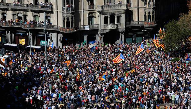 Miles de manifestantes obligan a cortar calles y se enfrentan a la Policía