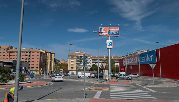 Punto de Merkatondoa en cuyo número 7, donde se alza Eroski, se plantea la unidad de combustibles.
