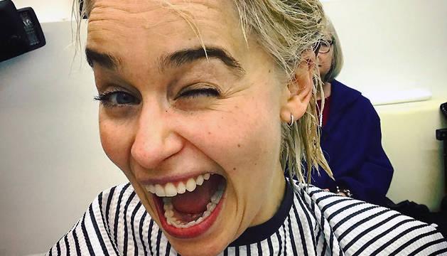 Imagen que Emilia Clarke ha publicado en Instagram en la que muestra que se ha teñido el cabello de rubio.
