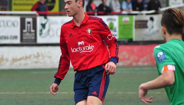Iker San Vicente, en un partido con Osasuna.