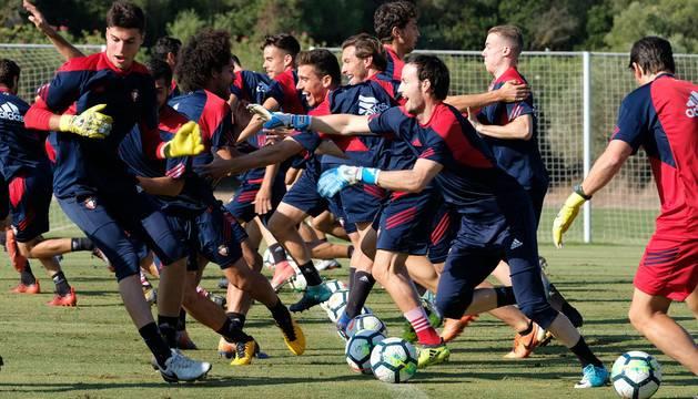 La plantilla de Osasuna, en el último entrenamiento en Jerez antes de viajar a Tarragona.