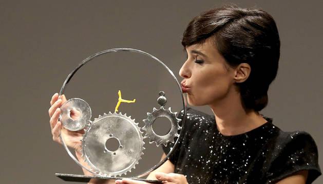 Numerosas estrellas del mundo del cine brillan ya en la capital donostiarra para participar en la 65 edición del Festival Internacional de Cine de San Sebastián, que comienza este viernes.