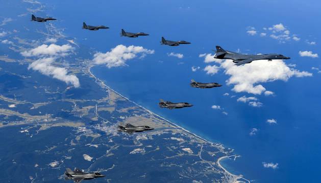 Imagen de los bombarderos de Estados Unidos dirigiéndose a Corea del Norte.