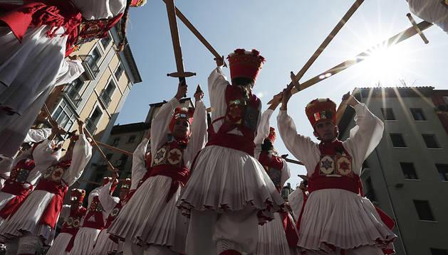 Adiós a San Fermíin de Aldapa con bailes y con la Comparsa