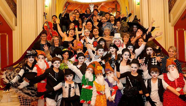 Los integrantes de Ópera de Cámara de Navarra y la Orquesta Sinfónica de Vizcaya (BIOS), en el Teatro Arriaga de Bilbao.