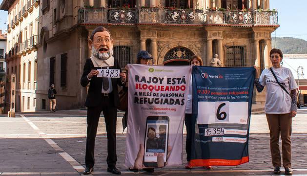 Un Rajoy 'falso' visitó Pamplona como parte de la protesta.