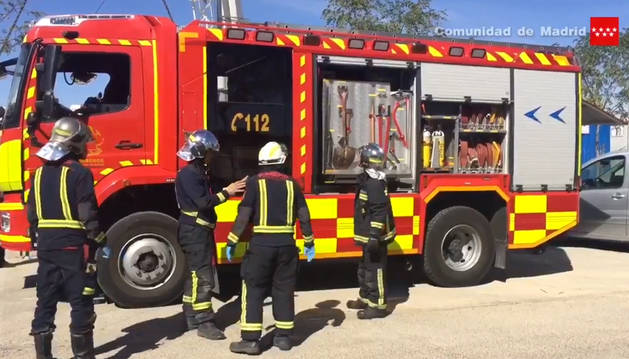 Foto de bomberos, en el lugar del suceso.