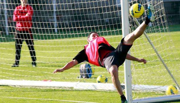 Javier Calleja, en un entrenamiento en Tajonar.