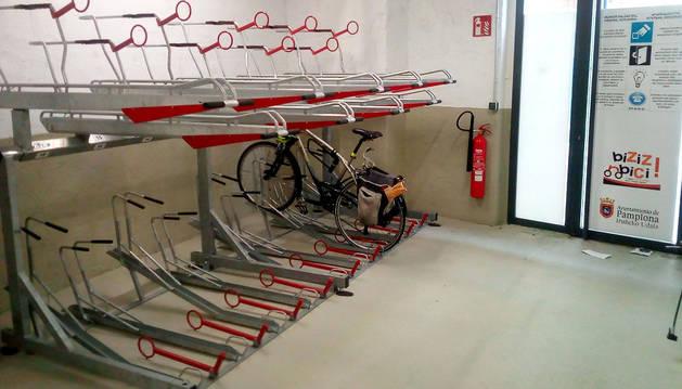 El aparcamiento de bicicletas de la calle Descalzos.
