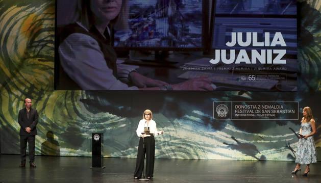 Julia Juaniz, durante su intervención ayer tras haber recogido el premio Zinemira.