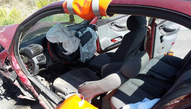 Imágenes del accidente en el que ha perdido la vida una persona en la NA-134, a la altura del kilómetro 55, en el término de Andosilla.