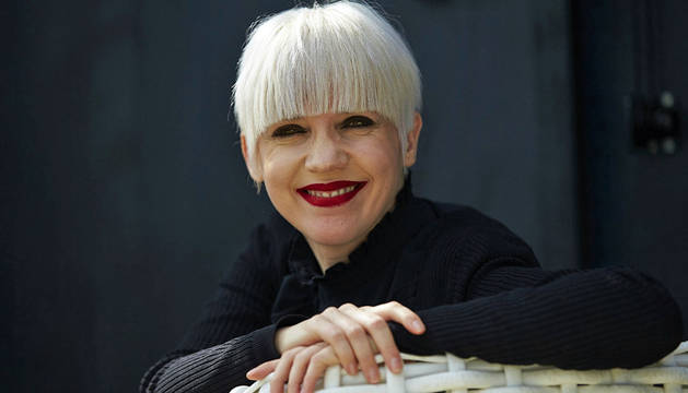 La escritora y profesora cordobesa Remedios Zafra posa para los medios tras ganar la 45 edición del Premio Anagrama de Ensayo.