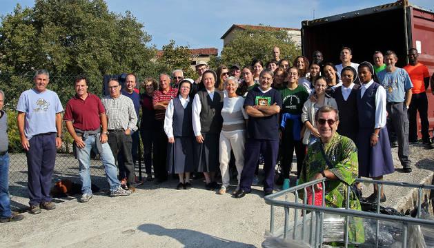 Algunos de los que participaron en la carga del último contenedor de Ayuda Contenedores, con destino a Sierra Leona.