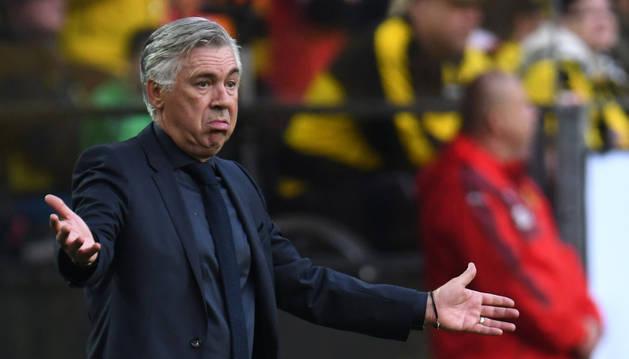 Ancelotti gesticula durante un partido al frente del Bayern München