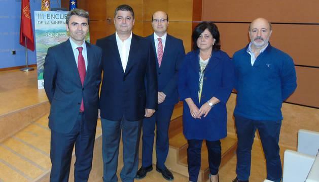 foto de Juan Torres, Fernando Barandalla, Carlos Fernández, Carmen Ursúa y Raúl Salanueva.