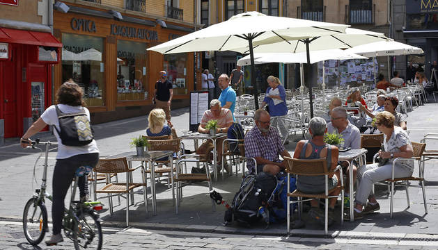Aranzadi plantea revisar las tasas de las terrazas de los bares en Pamplona