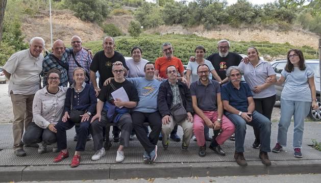 Foto de hospitaleros, voluntarios y familiares  celebraron ayer en el albergue de Cordeleros la fiesta que pone fin a la temporada.