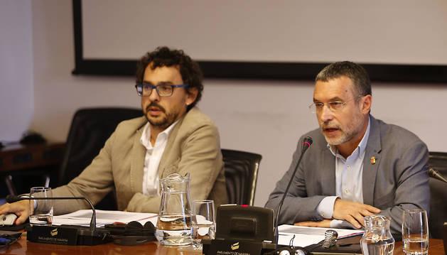 El jefe de gabinete de Derechos Sociales, Txema Mauleón, y el vicepresidente Miguel Laparra.