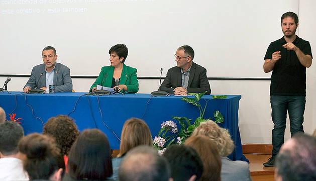 Los consejeros Solana y Laparra, durante la presentación del Plan de Atención a la Diversidad.