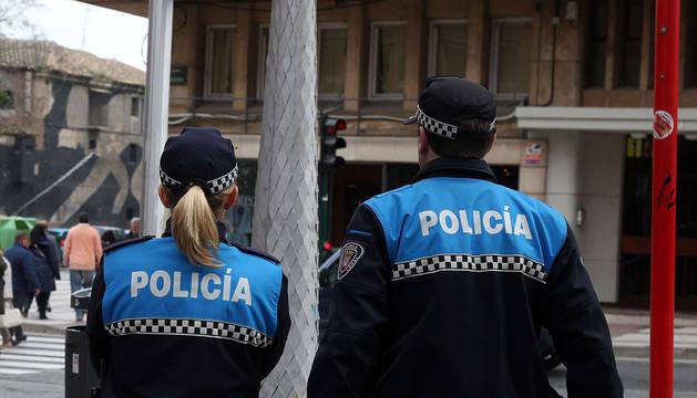 Dos agentes de la Policía Municipal de Tudela.