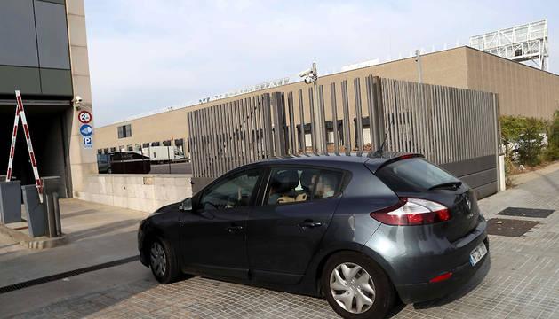 Agentes de la Guardia Civil acceden al Centro de Telecomunicaciones y Tecnología de la Información (CTTI) de la Generalitat.