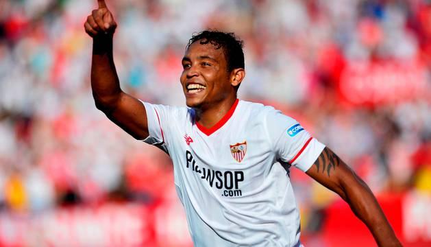 Luis Muriel celebra el segundo gol del Sevilla.