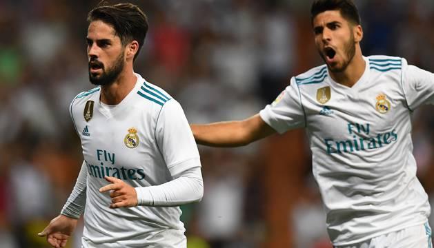 Isco y Marco Asensio celebran uno de los goles del Real Madrid.