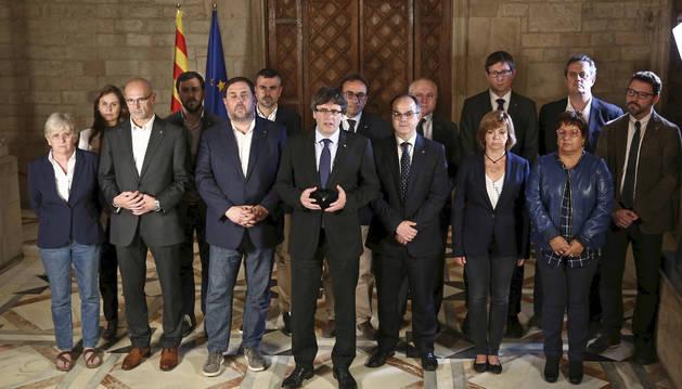 Foto de la declaración del president catalán Carles Puigdemont y su gobierno tras el referéndum ilegal celebrado hoy en Cataluña.