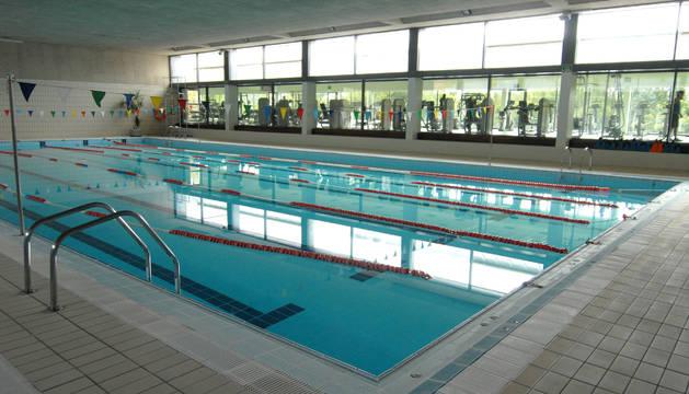 El Ayuntamiento espera poder abrir la piscina cubierta al público en los próximos días.