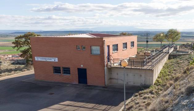 Imagen del edificio desde el que se distribuye el agua a Valtierra y que fue forzado.
